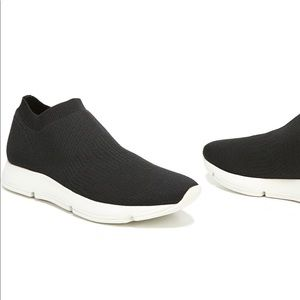 Vince Theroux Slip-On Knit Sneakers